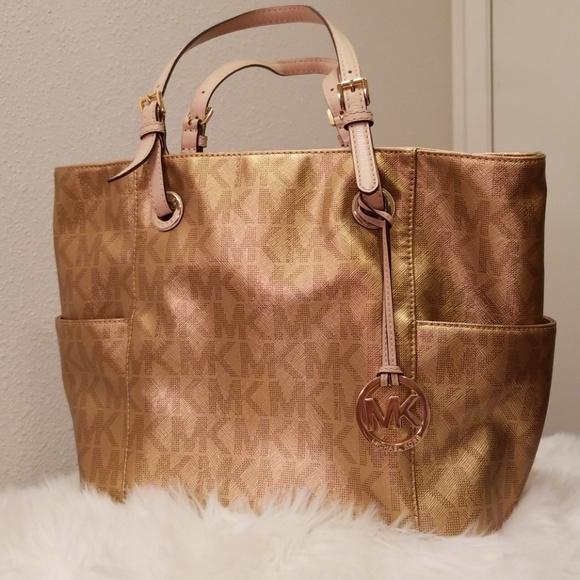 Michael Kors Handbags - Michael Kors Jet Set leather tote